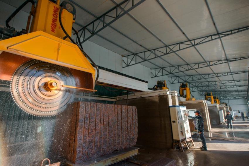 В Тверском регионе введен в эксплуатацию новый завод по обработке камня