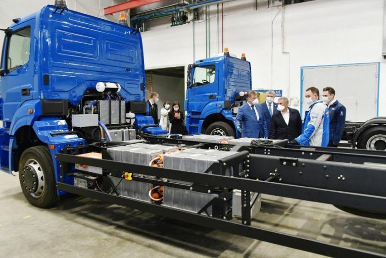 Первенец в России: КАМАЗ представил электрический мусоровоз