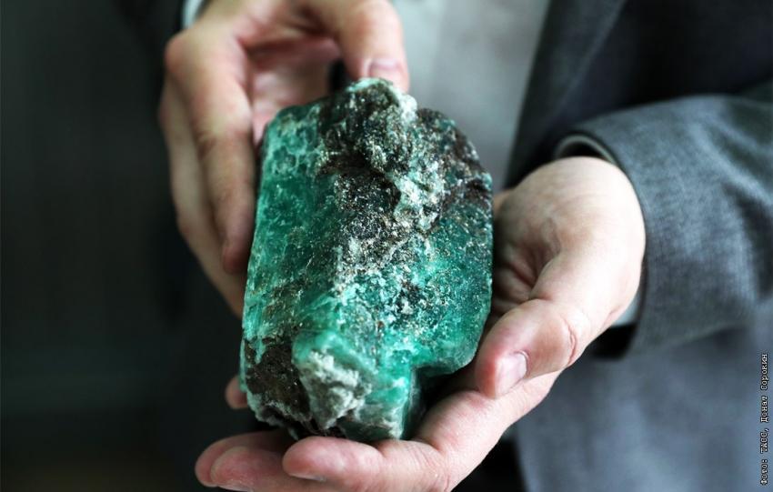 На Урале найден полукилограммовый изумруд