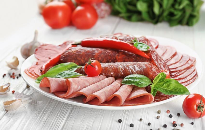 Российские ученые разработали новую колбасу: она имеет традиционный вкус, но на треть менее калорийная
