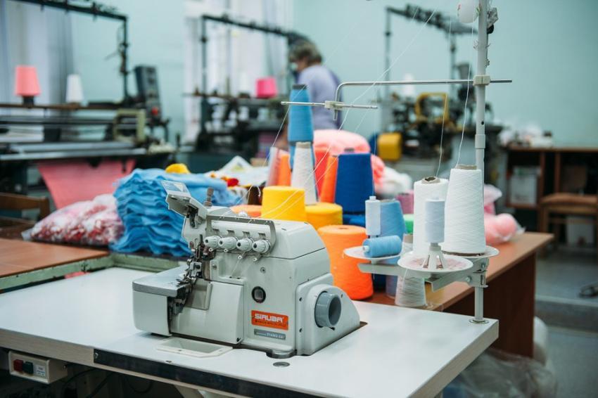 Почему легкой промышленности в России сейчас не просто: люди экономят на покупках, а цены продолжают расти