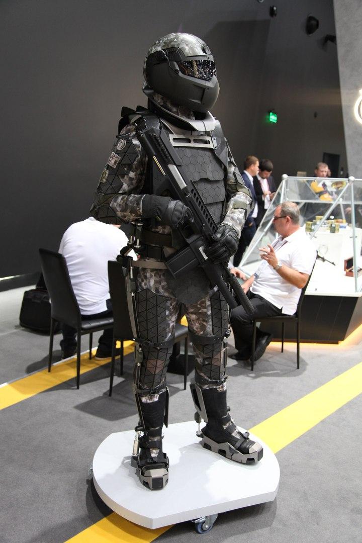 «Позволяет нести до 60 кг груза»: в России создали экзоскелет с двигателем для солдат будущего
