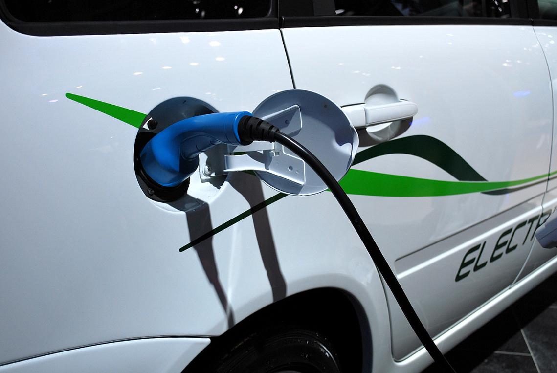 Дадим «Фору»: «КРЭТ» наладит выпуск ультрабыстрых зарядных станций в России
